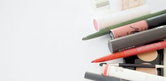 How to use a cosmetic tester correctly in a store